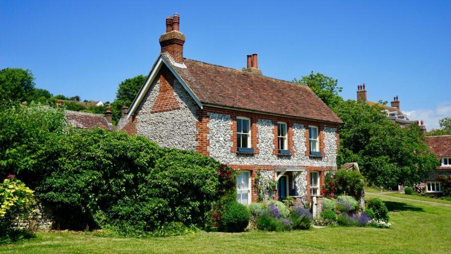 Concevez votre jardin – französische Eleganz im immergrünen Garten!