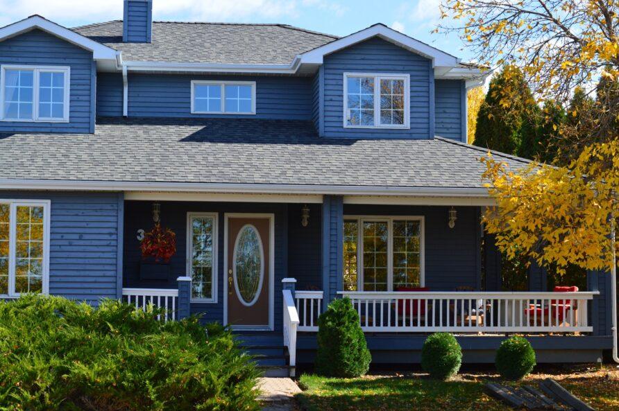Wertsteigerung durch Dachisolierung und Fassadenverkleidung aus Holz